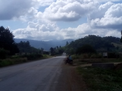 Mountains on the road to Pailin